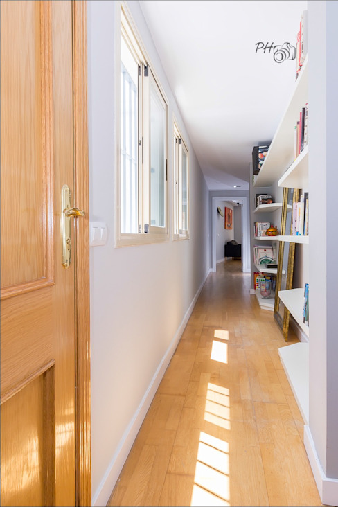 Entrance / Hall way Modern corridor, hallway & stairs by Per Hansen Modern