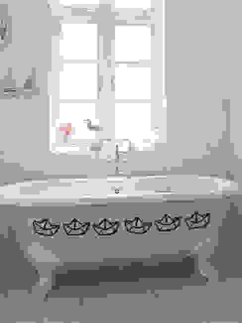 Casa de banho  por Petit Vinilo,