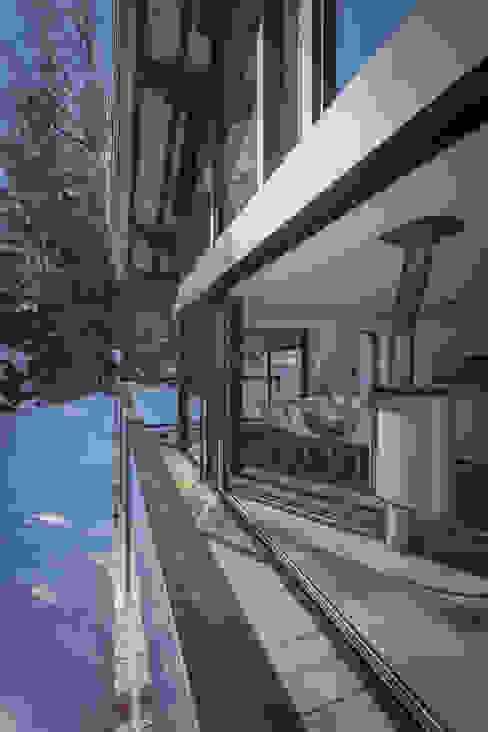 Dag Chamonix Balcon, Veranda & Terrasse modernes par Chevallier Architectes Moderne
