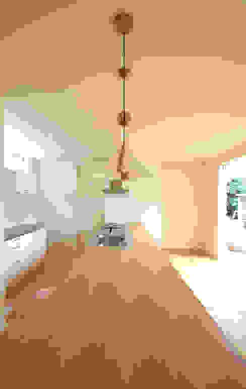 H邸 北欧デザインの キッチン の 株式会社sum design 北欧