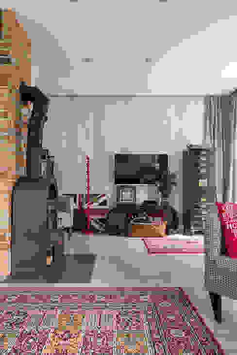 dom 115m2 Eklektyczny salon od Projekt Kolektyw Sp. z o.o. Eklektyczny