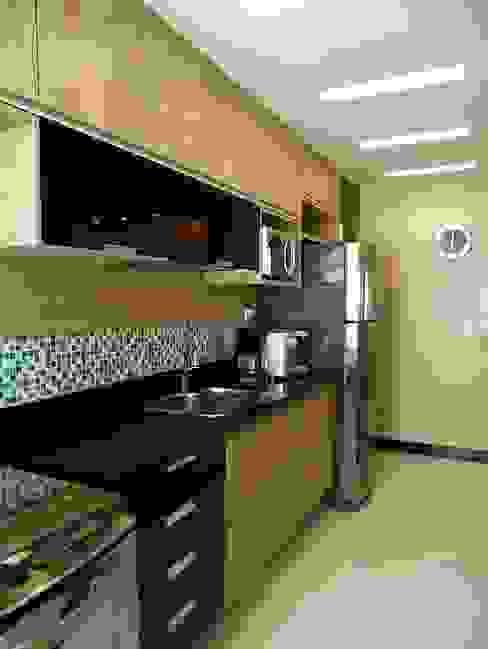 Kitchen by Paula Werneck Arquitetura,
