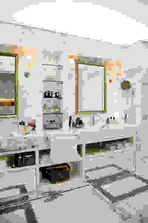 現代浴室設計點子、靈感&圖片 根據 Kerim Çarmıklı İç Mimarlık 現代風