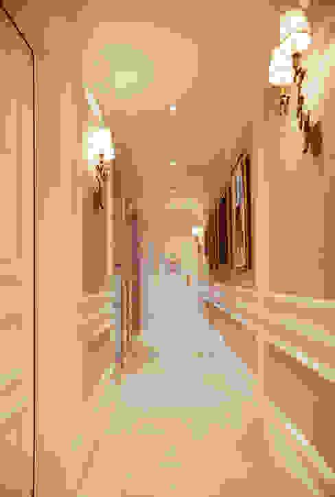Moderne gangen, hallen & trappenhuizen van Kerim Çarmıklı İç Mimarlık Modern