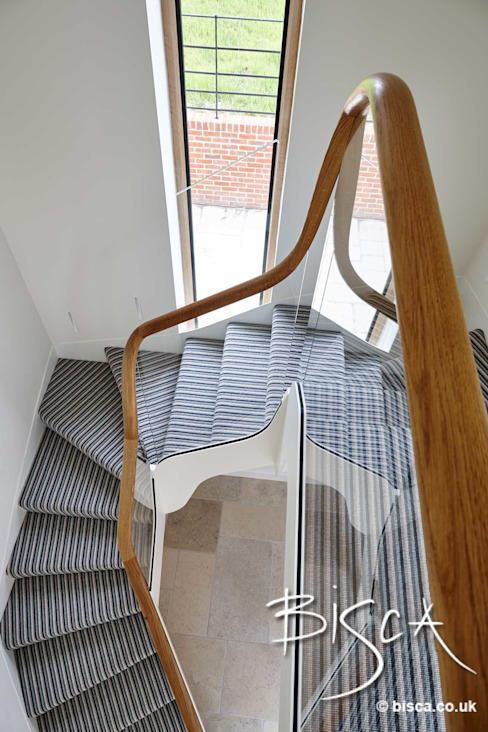 Staircase Classic style corridor, hallway and stairs by Bisca Staircases Classic