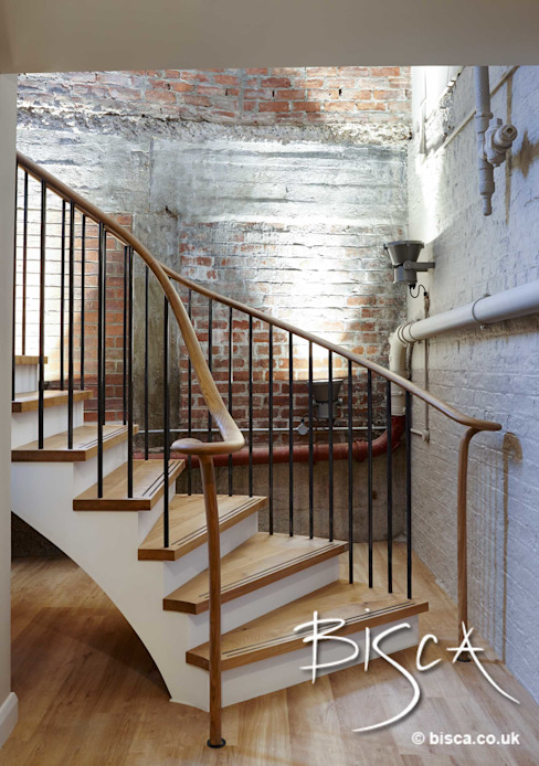 Piccadilly Lofts Common Areas Basement Level Staircase Industrialer Flur, Diele & Treppenhaus von Bisca Staircases Industrial