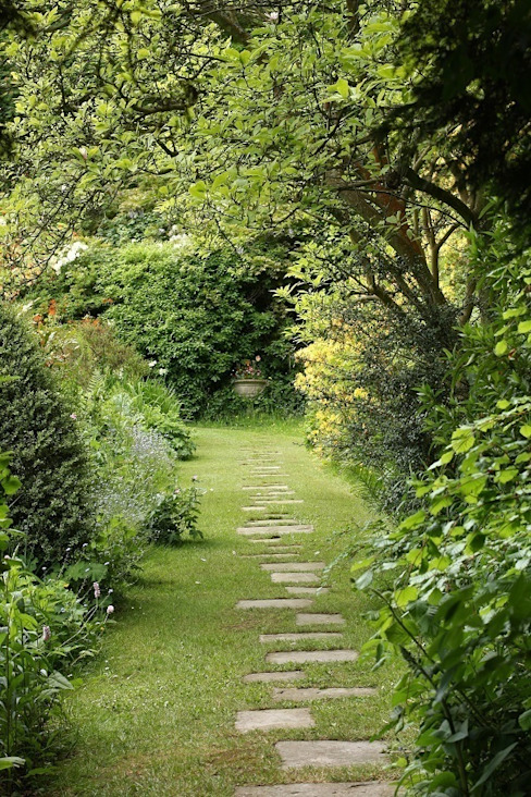 Footpath to a Secret Stairway 컨트리스타일 정원 by Rebecca Smith Garden Design 컨트리
