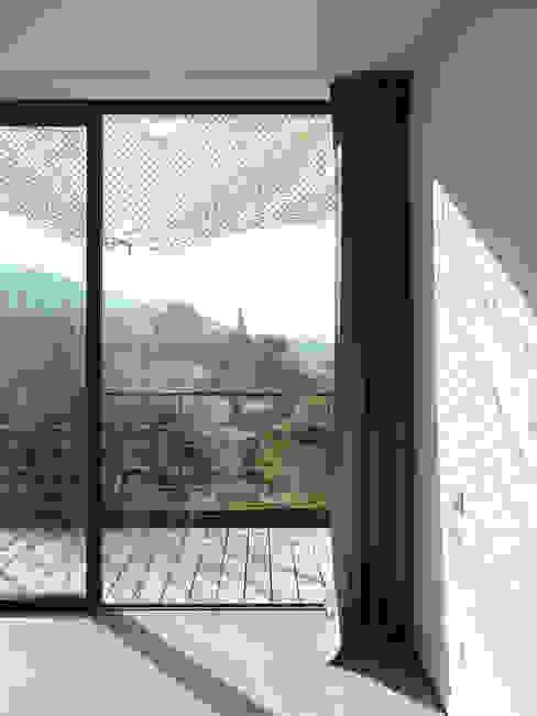 DOUBLE RIDEAUX - OPAQUE et TRANSPARENT par X-TREM CLEMENT BOIS ARCHITECTE Méditerranéen