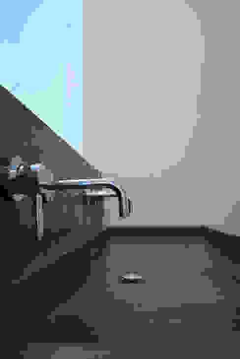 Béton Ciré Salle de bain moderne par ARTS BETON DESIGN - Créateur de béton haute couture Moderne