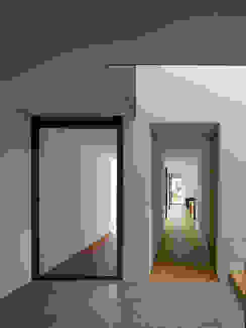 EFH in Hohenems Moderne Fenster & Türen von Baumschlager Hutter ZT GmbH Modern