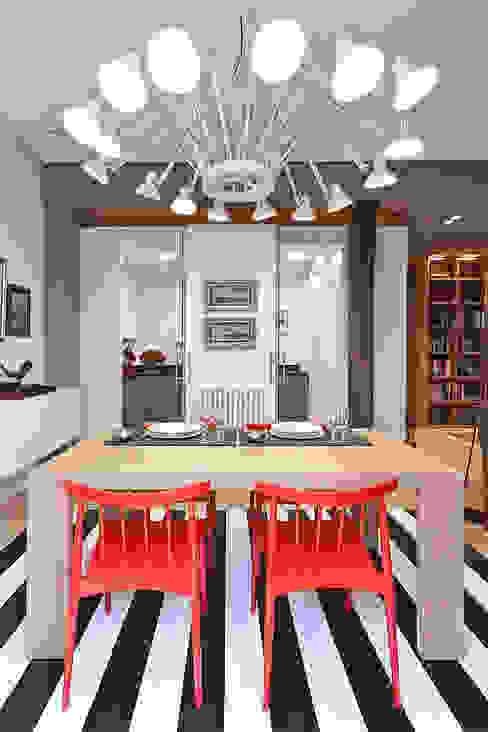 Reforma integral en el centro de Bilbao. Urbana Interiorismo Comedores de estilo moderno