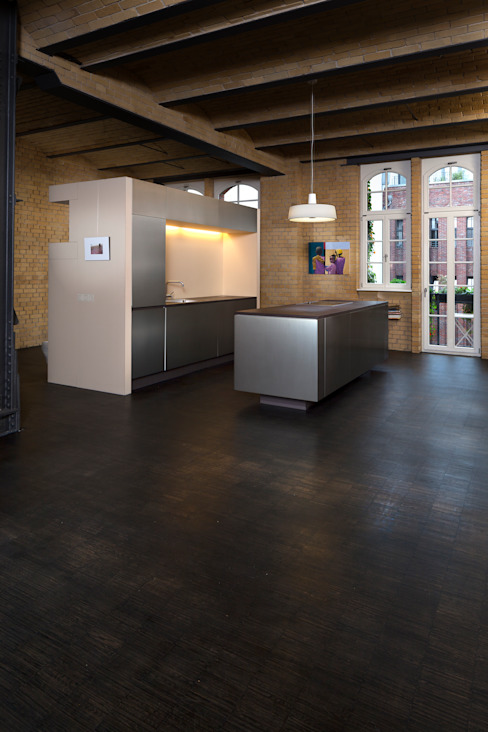 Freistehende Küche in altem Industriegebäude 16elements GmbH Moderne Küchen