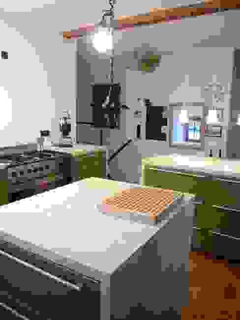 Wohnhaus ET Moderne Küchen von plan.G [innenarchitekten] Modern