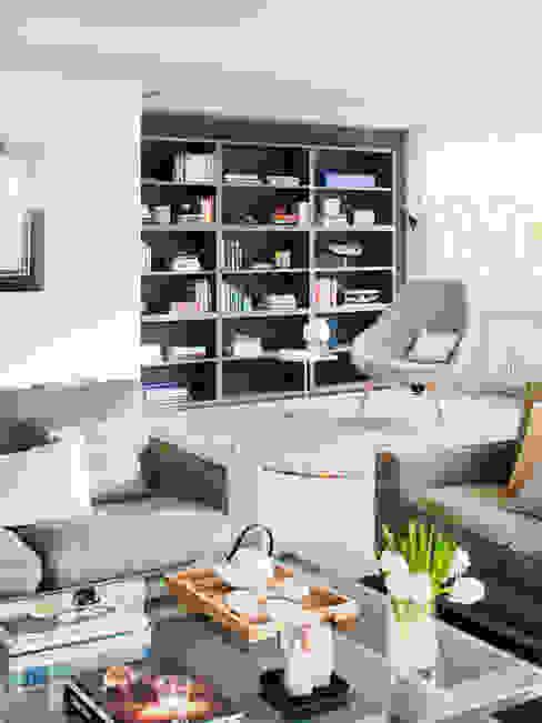 Salón y zona de estudio Salones de estilo minimalista de A! Emotional living & work Minimalista