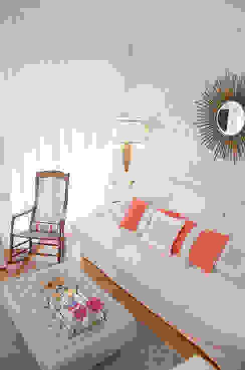 Mediterranean style dining room by Catarina Batista Studio Mediterranean