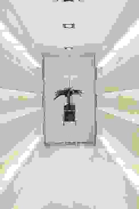 Catarina Batista Studio 現代風玄關、走廊與階梯 陶器
