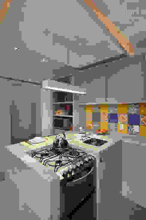 Modern Kitchen by ABHP ARQUITETURA Modern