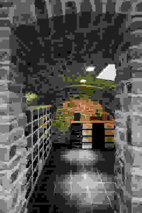 Le moellon Cave à vin moderne par Luc Spits Interiors Moderne