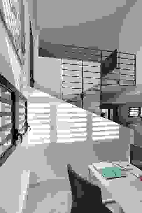 LITTORAL IMMOBILIER Espaces de bureaux tropicaux par T&T architecture Tropical