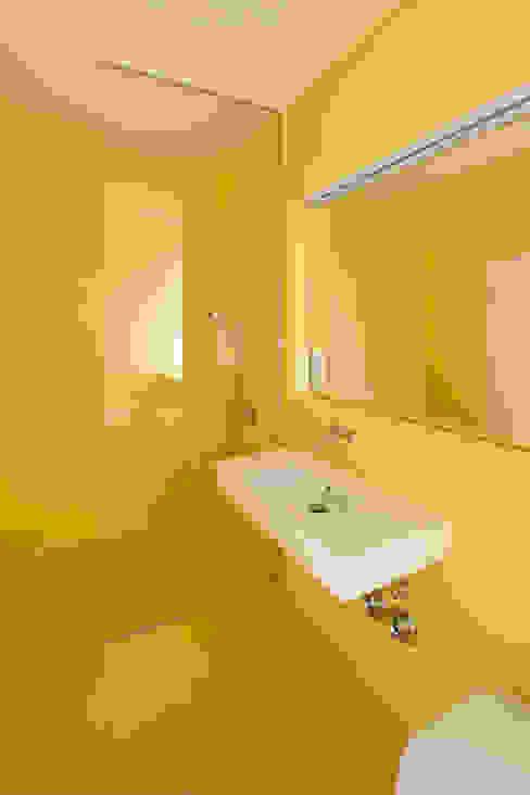 미니멀리스트 욕실 by studioinges Architektur und Städtebau 미니멀