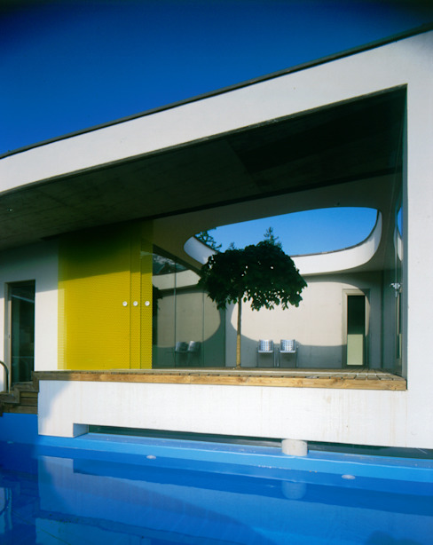 Бассейн в стиле модерн от Architekt Daniel Fügenschuh ZT GMBH Модерн