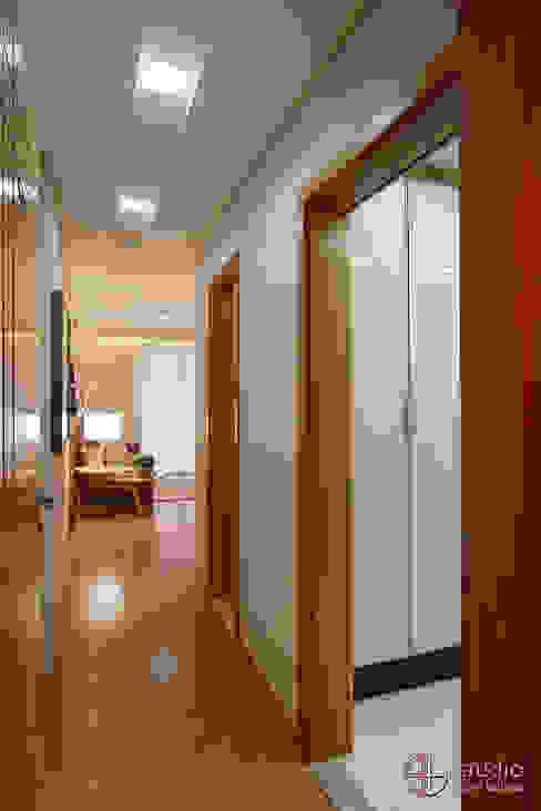 Hall de Entrada Corredores, halls e escadas ecléticos por Camila Tannous Arquitetura & Interiores Eclético