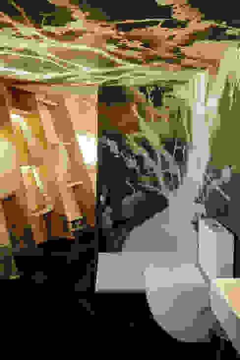 Casas de banho modernas por [ADitude*] Architecture Moderno