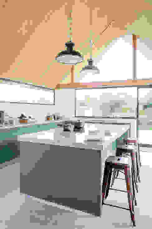The Vine House Cucina moderna di homify Moderno