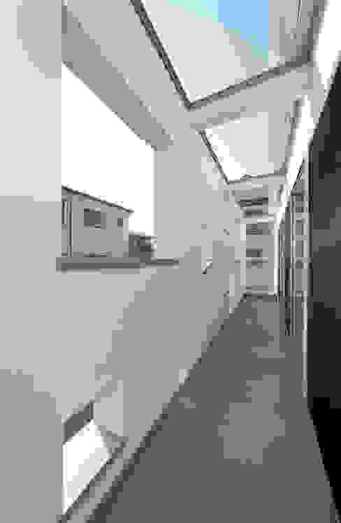 バルコニー モダンデザインの テラス の 田崎設計室 モダン