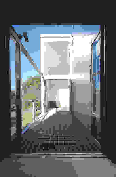 借景の家 充総合計画 一級建築士事務所 ミニマルデザインの テラス