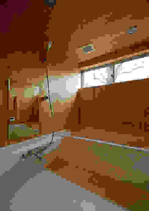 マドの家: 充総合計画 一級建築士事務所が手掛けた浴室です。,モダン
