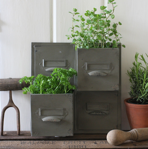 Vintage Style Drawer Wall Planter par homify Industriel