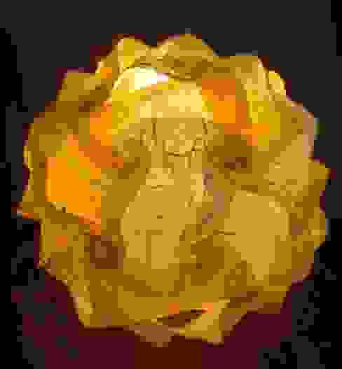handgefertigte Designerlampe aus gelber Faserseide und weißem Naturpapier mit Maulbeerfasern von Zappies Ausgefallen