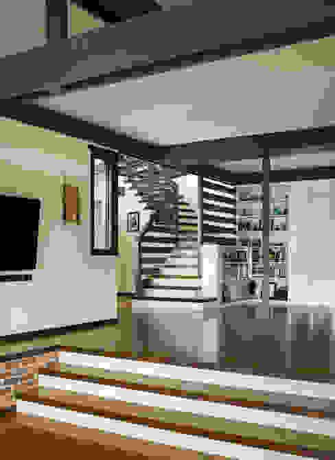 Lopez House Modern corridor, hallway & stairs by Martin Fenlon Architecture Modern
