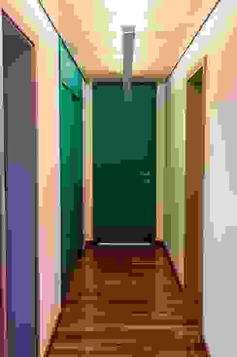 Corredor dos quartos Corredores, halls e escadas modernos por Ruta arquitetura e urbanismo Moderno
