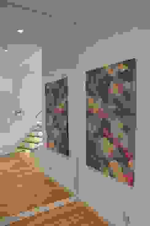 hall Tarna Design Studio Minimalistyczny korytarz, przedpokój i schody