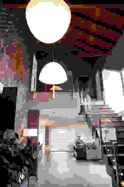 CASA EM CONDOMÍNIO por Joana & Manoela Arquitetura Moderno