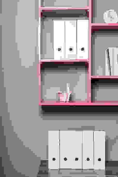 Pokój nastolatki, dom jednorodzinny, Goleniów. Minimalistyczny pokój dziecięcy od Sałata-Pracownia Architektury Wnętrz Minimalistyczny