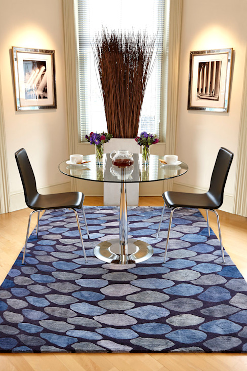 FISHSCALES hand knotted wool & silk rug from the 2013 DESIGNS FROM THE DEEP collection Comedores de estilo moderno de Deirdre Dyson LLP Moderno