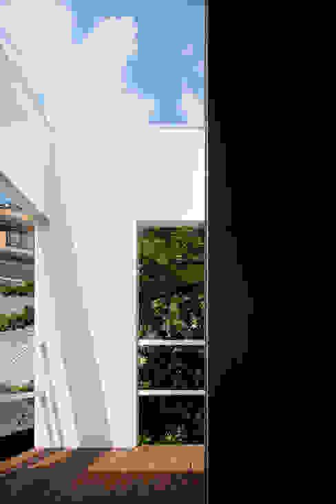 松岡淳建築設計事務所 Jardines de estilo moderno