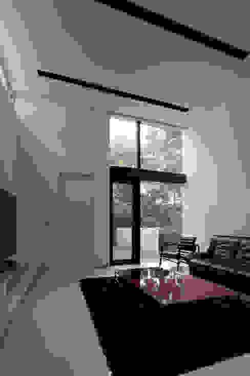ナカノサワの家 モダンデザインの リビング の 株式会社コウド一級建築士事務所 モダン