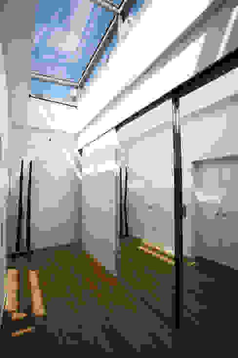 Pasillos, vestíbulos y escaleras modernos de Kiebitzberg® Gruppe Moderno
