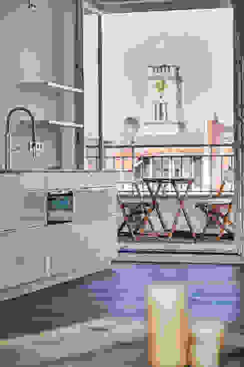 Küche mit besonderem Ausblick Moderne Küchen von 16elements GmbH Modern
