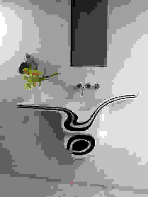 Anna Buczny PROJEKTOWANIE WNĘTRZ projekt umywalki z corianu Minimalistyczna łazienka od Anna Buczny PROJEKTOWANIE WNĘTRZ Minimalistyczny