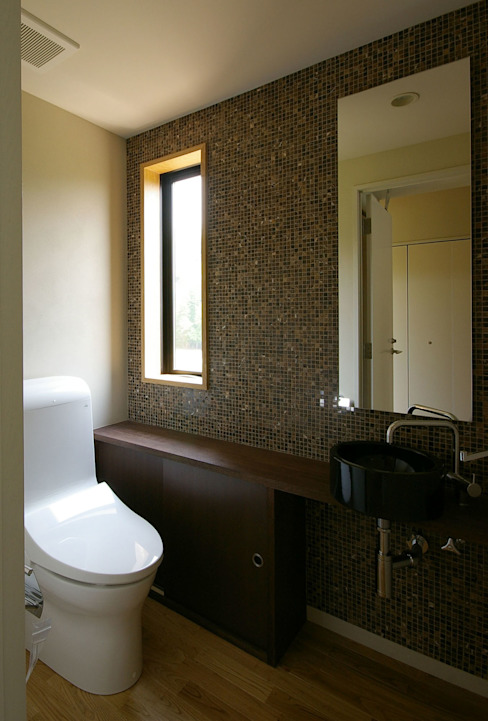 Moderne badkamers van 一級建築士事務所アールタイプ Modern