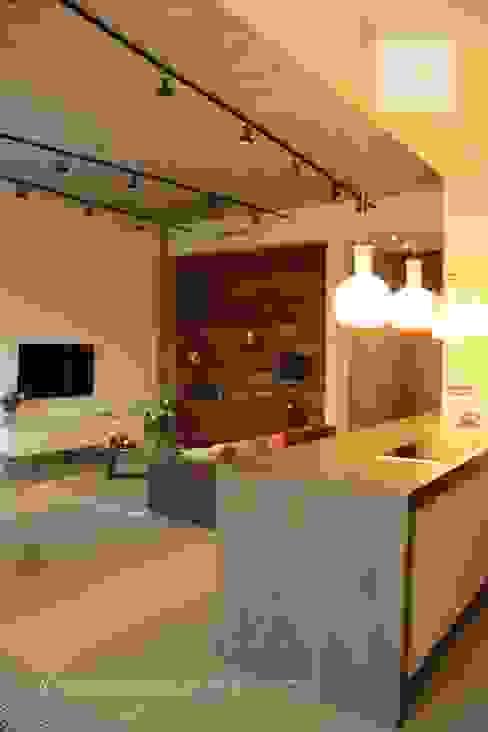 Salas / recibidores de estilo  por Orlova Home Design, Industrial