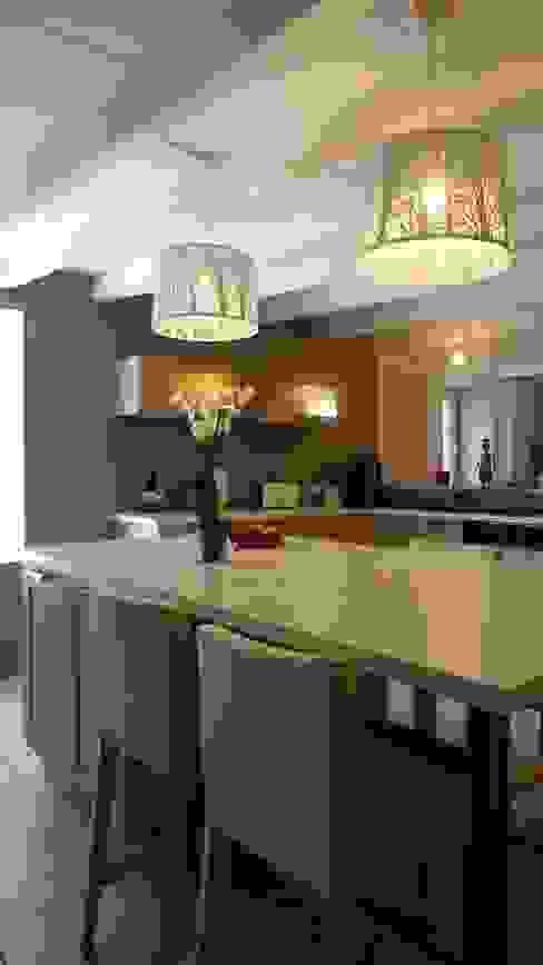 Modern Kitchen by Am Esquisse Modern