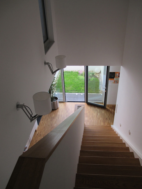 Modern Corridor, Hallway and Staircase by bohnarchitektur Modern