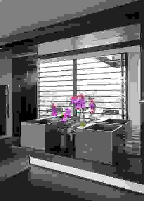 House in Blair Atholl Modern Bathroom by Nico Van Der Meulen Architects Modern
