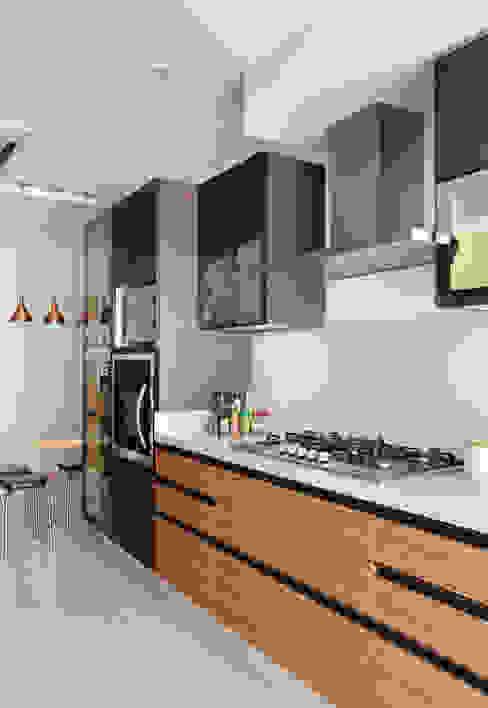 Apartamento na Barra da Tijuca Cozinhas modernas por Ana Adriano Design de Interiores Moderno